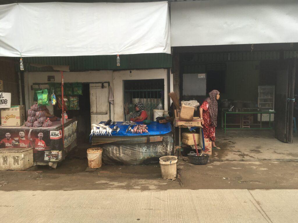 道沿いの店